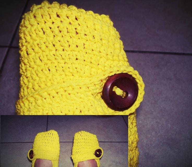 Guliierminas en color amarillo, hilo elasizado que se adhiere al pie excelentemente. Cierre con boton de madera artesanal,
