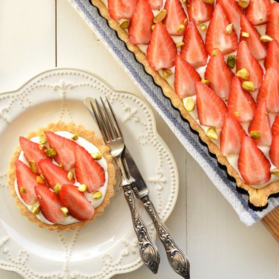 Strawberry and Mascarpone Tart - Delicious, sweet, fresh and it's so easy to make! (in Portuguese)