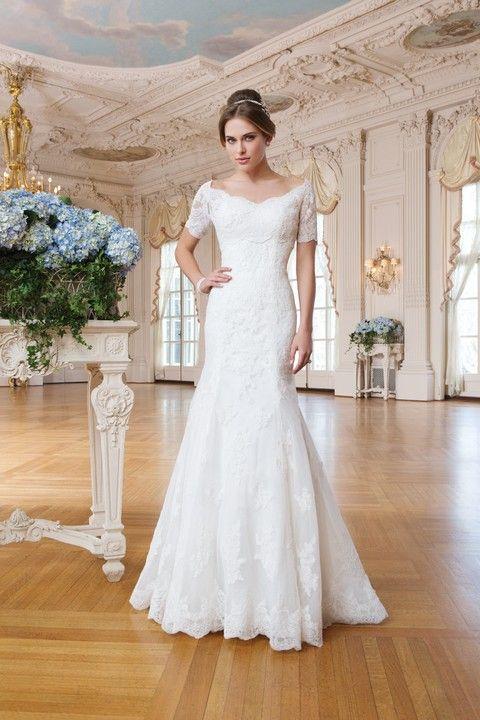 Celokrajkové biele svadobné šaty s odnímateľným krajkovým bolerkom s krátkym rukávom