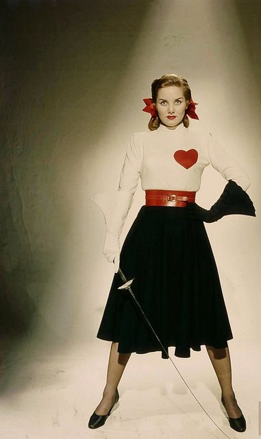 Jousting has never looked so fashionable! (Actress Colleen Townsend, 1948.) #vintage #fashion #1940s #jousting #heart