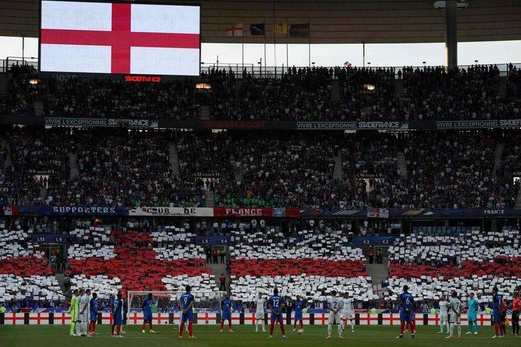 L'avant-match entre la France et l'Angleterre à Saint-Denis a été marqué par de belles manifestations de soutien aux victimes des attentats de Manchester et Londres.