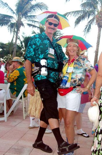 Pools summer and tacky tourist costume on pinterest for Swimmingpool verkleidung