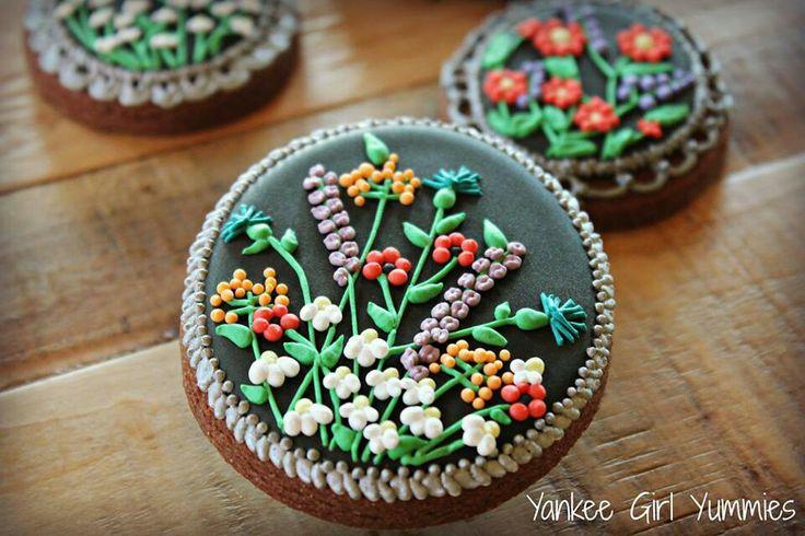 Yankee Girl Yummies - flower cookies