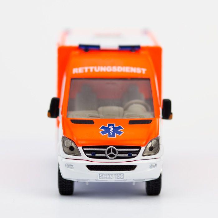 Rettung naht - #SIKU - http://www.echtkind.de/fahrzeuge/siku/siku-gross/siku-rettungswagen-2108.html