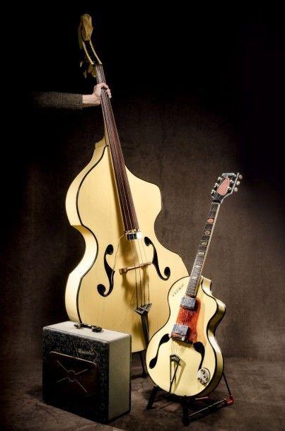 Ensemble rare composé d'une belle guitare électrique de marque Antonio WANDRE/FRAMEZ modèle BB (Brigitte Bardot) Italy c. 1958, accompagnée de son ampli de marque DAVOLI Finition laquée couleur crème.… - Castor - Hara SVV - 11/04/2015