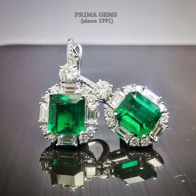 #emerald #diamond #earrings #beautiful #colorstone #whitegold #primsgems #finejewelry #anniversary #emporium#thailand@primagems_official
