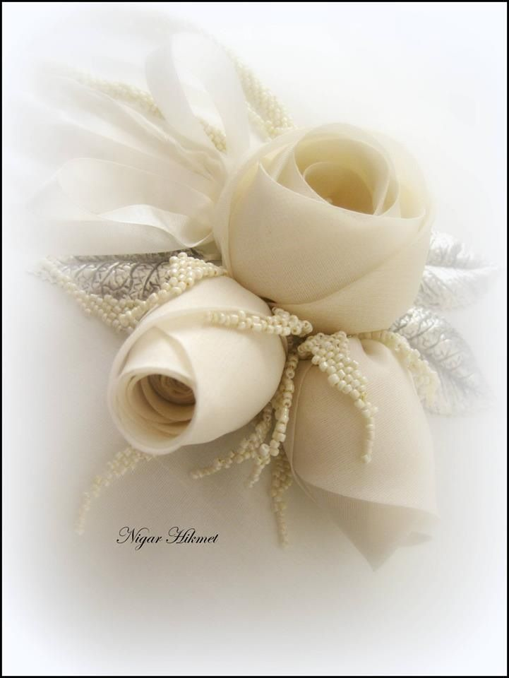 Nigar Hikmet, silk roses