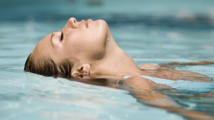 Mitos Larangan Berenang - Nyebur Ke Kolam Setelah Makan, Bahaya Nggak Ya?