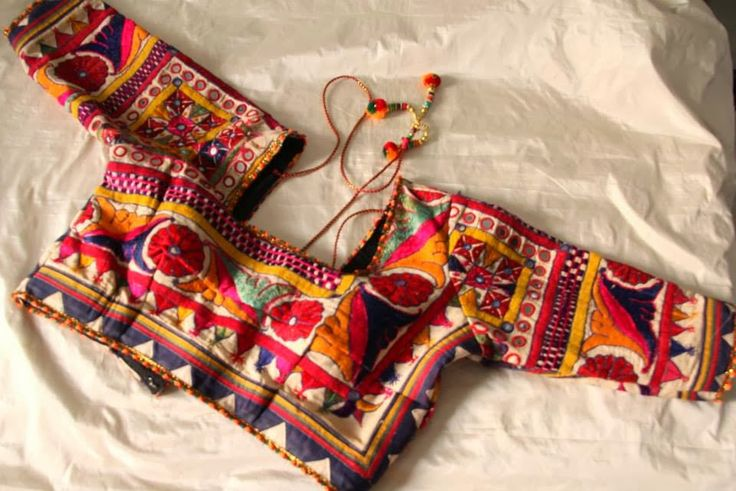 Kutch embroidery on blouses. Read more http://fashionpro.me/10-different-types-embroidery-embellishments-blouses-35-pics