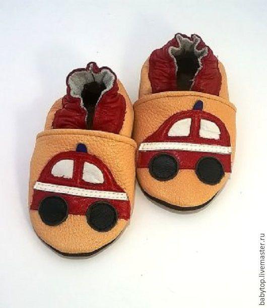 """Купить Кожаные тапочки""""Машинка"""" (oт0-11лет),домашняя обувь,обувьдля садика - черный цвет, пинетки"""
