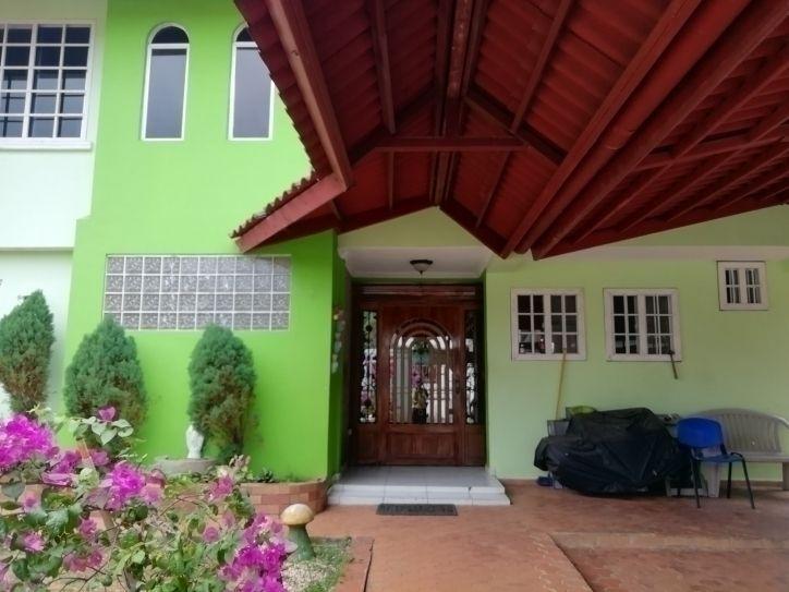 Amplia Y Cómoda Casa En Venta De 2 Niveles Con Super Terraz