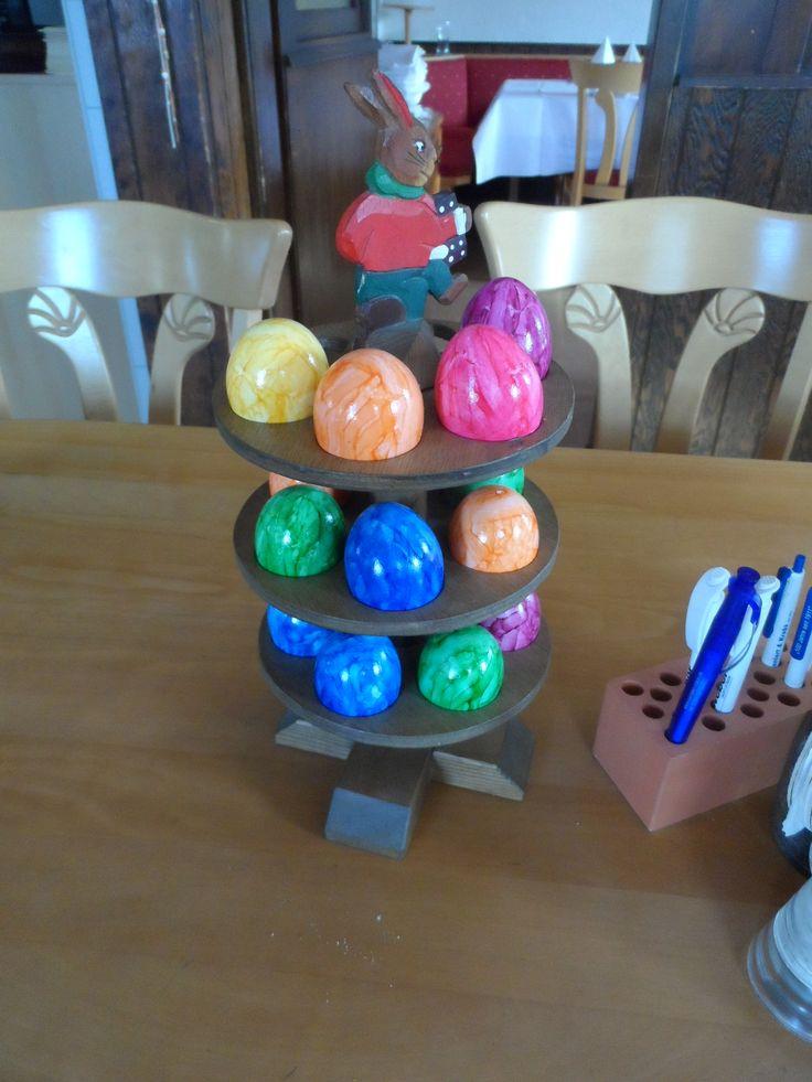 Ostern ist nah. Überall geben bunte Eier den Ton an, ob in Vorgärten, an Fenstern oder auch in der Gastronomie. (Foto: presseweller)