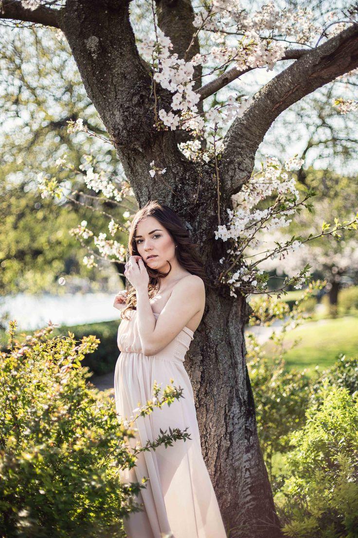Premaman shooting: Cherry blossom girl at The Fashion Coffee ( www.thefashioncoffee.com )  un servizio fotografico per questa meravigliosa gravidanza dalle nuance tenui e i colori pastello, scattato dalla bellissima e bravissima Diletta Orlandi!  trovate tutte le foto qui http://www.thefashioncoffee.com/2016/04/05/shooting-premaman-cherry-blossom/