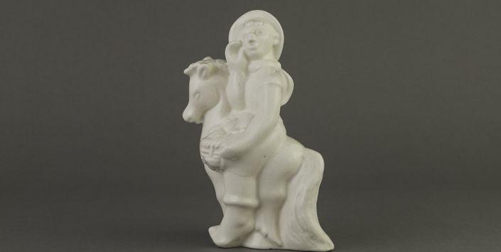 Figurilla   Vendedor  Cerámica de Lota, 18 años de una colección  http://www.artdec.cl/621/w3-article-54654.html