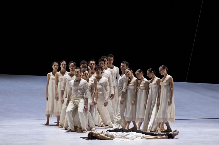 White colour identifies the Capulets over the Ballet, whereas in the Finale it stands for purity. Roméo et Juliette, Part four - Finale