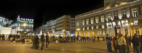 800px-Puerta_del_Sol_(Madrid)_11