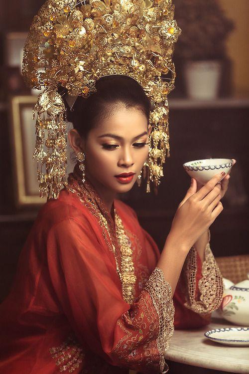 The traditional Minang costume. Minangnese, West Sumatera.