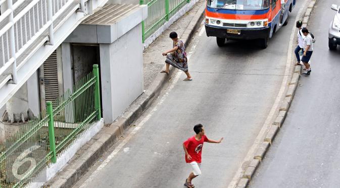Inilah Perilaku Buruk Pejalan Kaki di Jakarta - Photo Liputan6.com