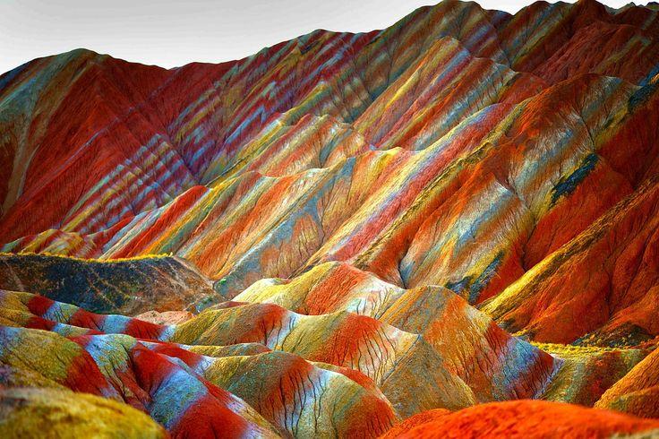 Bár úgy néz ki, mintha egy remek festőművész, esetleg egy fantasztikus cukrász alkotta volna ezeket a formákat, valójában a természet egyik csodáját láthatjuk a képeken.