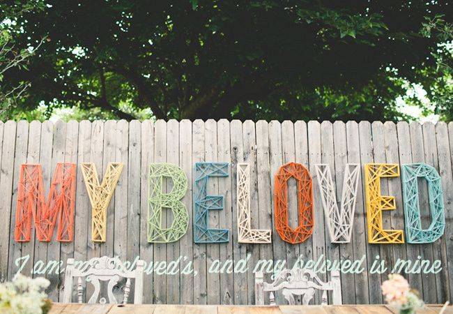 12 Romantic and Funny Ways to Word Your Wedding Signs