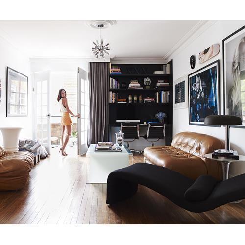 An interior designer renovates her Art Deco apartment in Sydney, transforming it…
