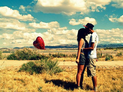 :3: Kiss, Engagement Pictures, Engagement Photo, Color, Balloon Ideas, Cute Couple Photography, Valentines Day, Cloud, Romance