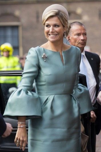 The queen in a dress with puffy sleeves by Edouard Vermeulen. Click on the image to see more looks.