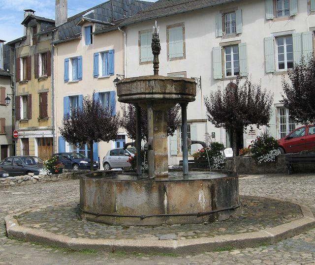 Lacaune Fontaine des Pisseurs