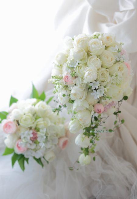 アニヴェルセルみなとみらい様へ、 軽めのキャスケードブーケです。 小柄な花嫁様にあわせ、ほんのすこしピンクをいれて。  やっぱりホワイトスター...