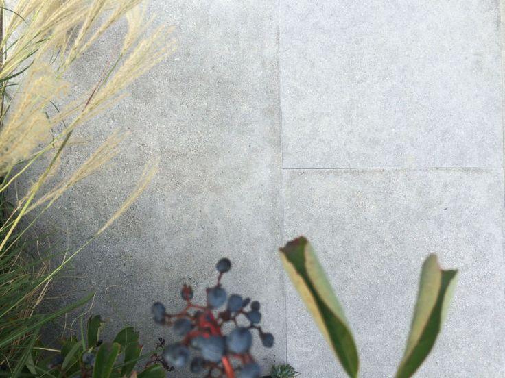 Eco Outdoor Andorra limestone paving. Eco Outdoor | Limestone paving | livelifeoutdoors | Outdoor Design | Natural stone flooring | Garden design | Outdoor paving | Outdoor design inspiration | Outdoor style | Outdoor ideas | Paving ideas | Garden ideas | Natural stone paving | Floor tiles | Outdoor tiles