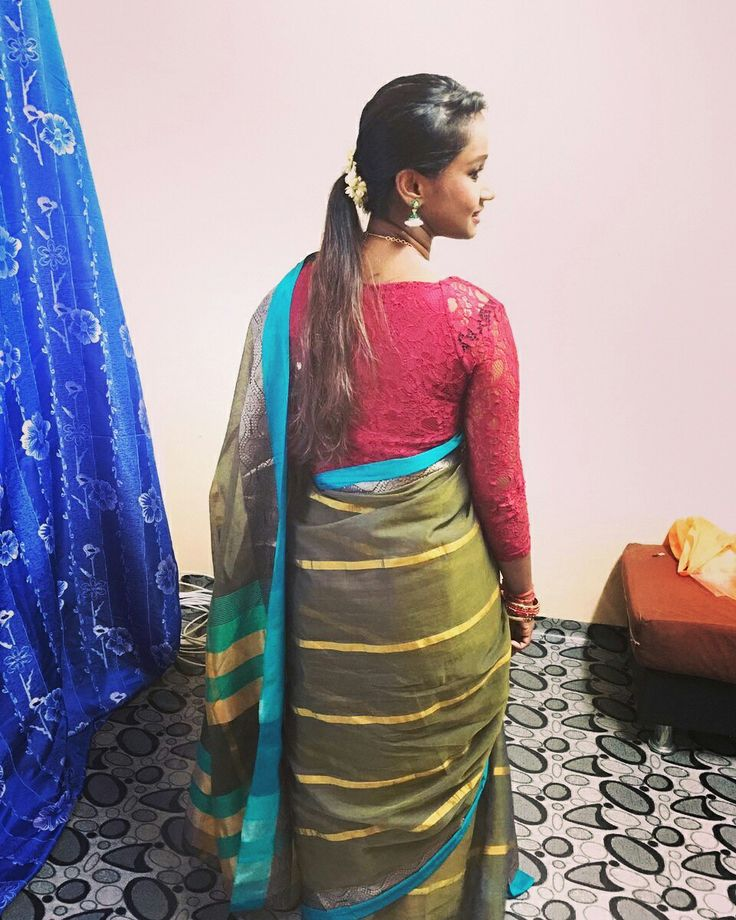 Crop lace top matched with a cotton Saree!
