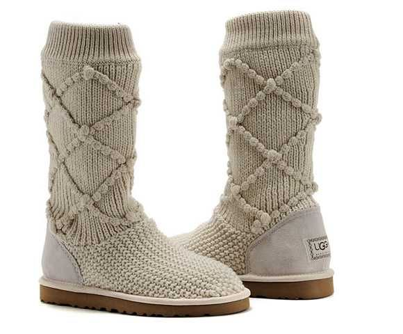 Cream Classic Argyle Knit UGG boots... A nicer/ newer version of the uggs! Finally something different after 10 years!!