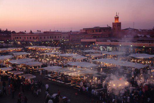 #Markt in #Marrakech #Marokko #uitzicht #kraampjes #winkelen #travelbird #stedentrip #reizen