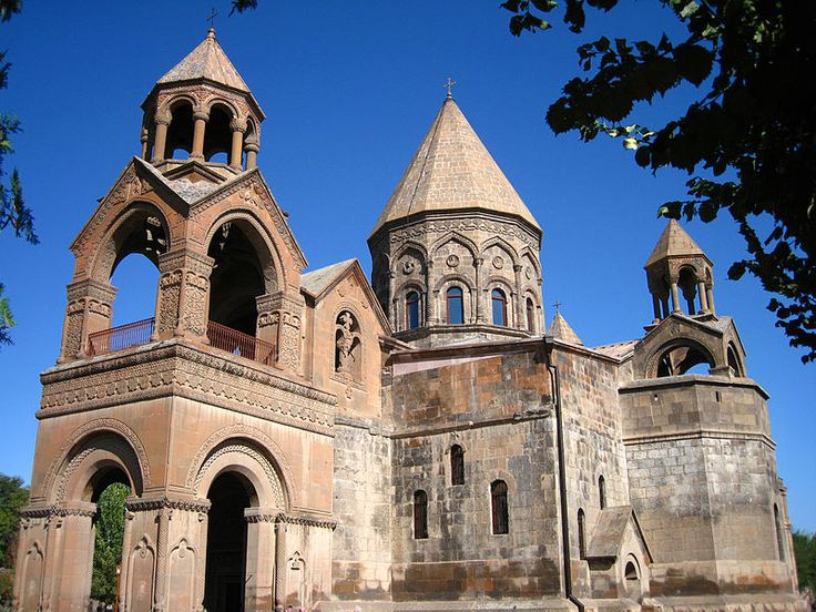 Etchmiadzin cathedral - エチミアジンの大聖堂と教会群ならびにズヴァルトノツの考古遺跡 - Wikipedia