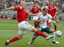 Denmark 2 Bulgaria 0 in 2004 in Braga. Thomas Gravesen stops Stiliyan Petrov in Group C at Euro 2004.