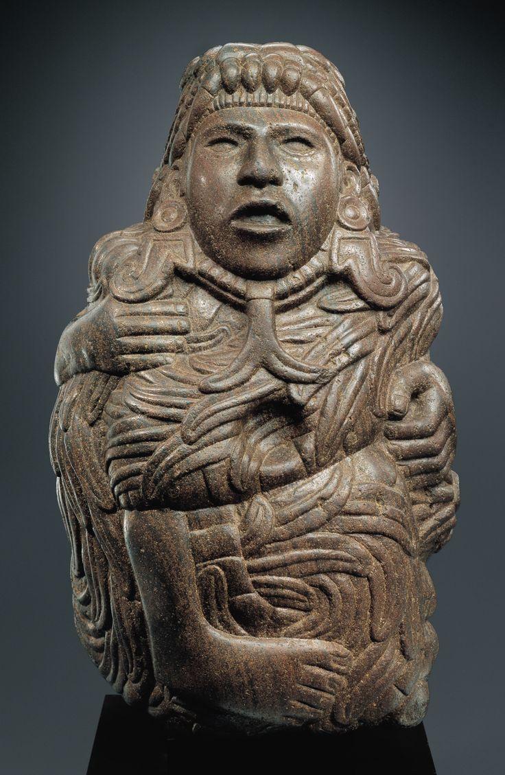 Quetzalcóatl, o la Serpiente emplumada, es una de las deidades principales del Panteón de los indios de Mesoamérica. Esta deidad es una fórmula voluminosa, que incorpora la fuerza de la Tierra (representada por el tótem coatl) y la fuerza del Cielo (representada por el tótem Quetzal). La imagen de la Serpiente emplumada se convirtió en un símbolo de transformación en las tradiciones maya, zapoteca, tolteca y azteca. En la tradición azteca representaba más la  forma de Dios que del hombre…