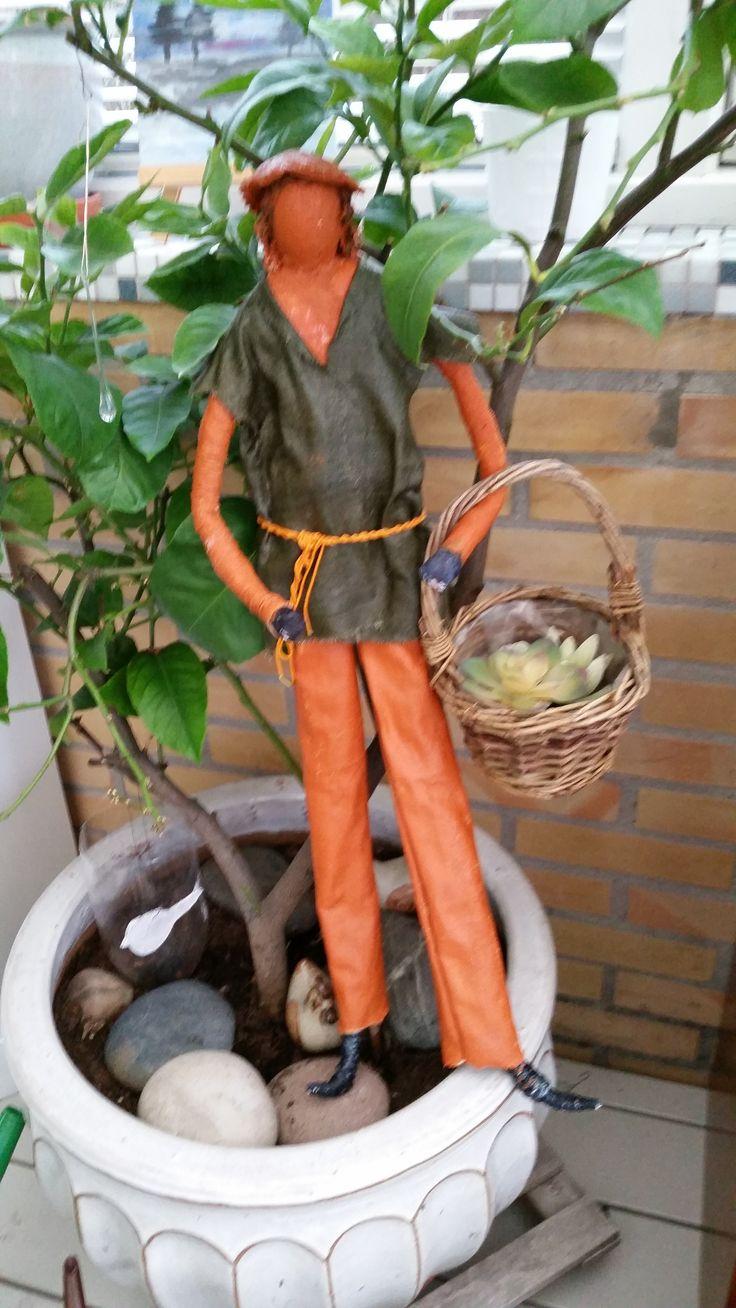 Havemand, skulptur i tekstil .