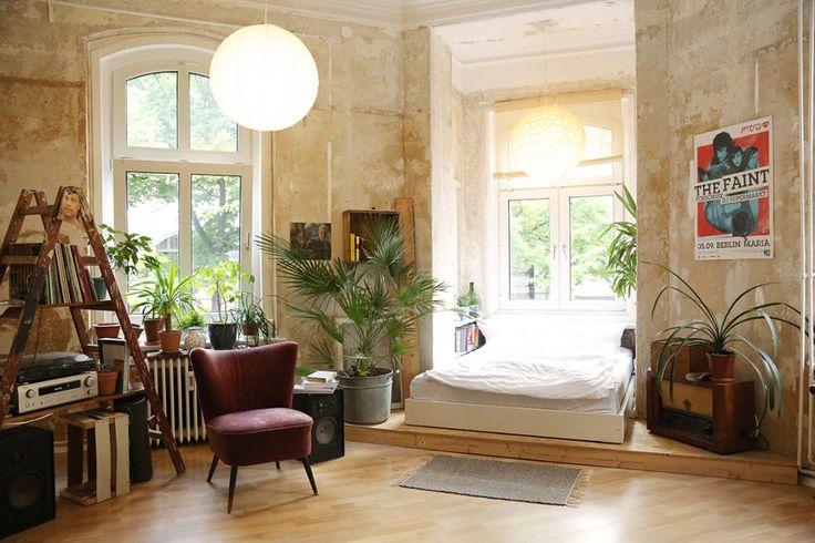Riesiges WG-Zimmer mit Bett im Erker - ein Altbautraum in Berlin Neukölln