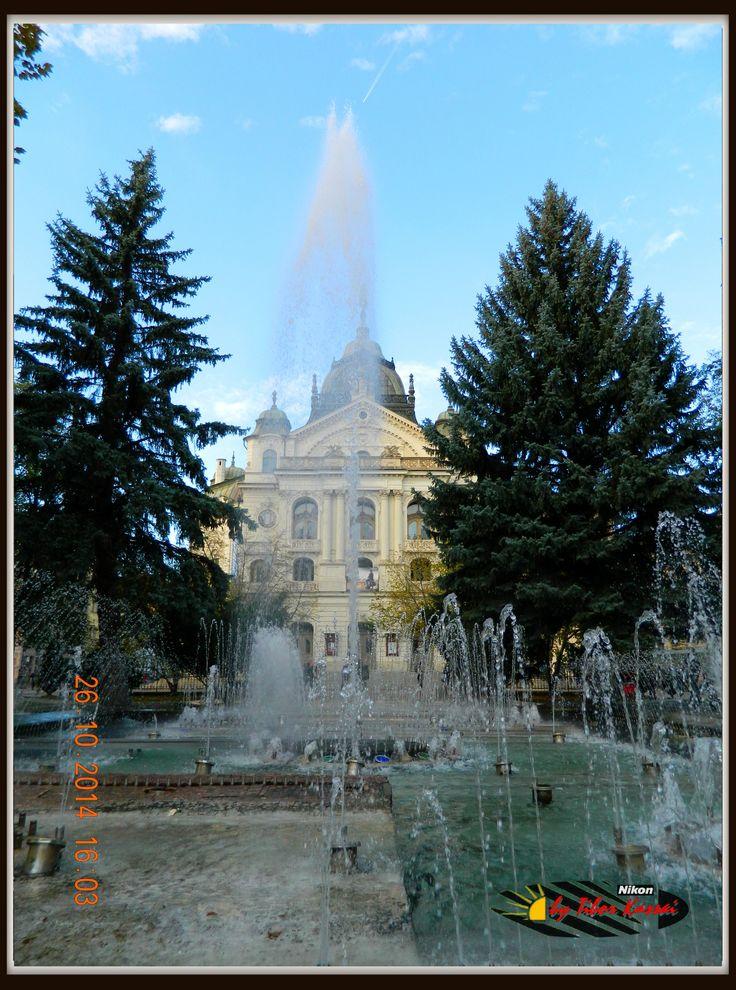 Kassa -Košice - fontána pred divadlo / Állami Színház & szökőkút