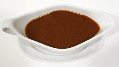 Brun Sovs - Grundsauce  Klassisk bruns sovs skal laves med en kraftig mørk fond med de rigtige krydderurter. Så bliver den god! Et par suppetern og en skefuld kulør er bare ikke godt nok.