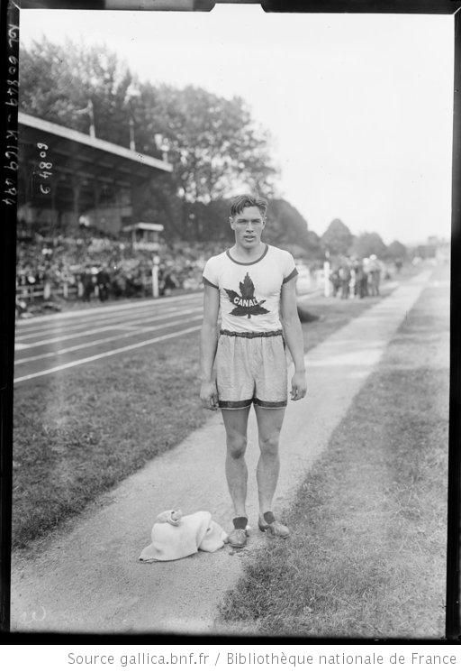 29-8-20, Colombes, [portrait de Tommy] Thomson (Canadien) [coureur de] 110 m haies : [photographie de presse] / [Agence Rol] - 1