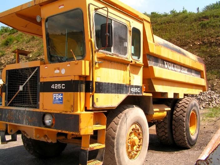We sell cheap Dumper Volvo 425 C Second Hand. Manufacture year: 1988. Working hours: 16390. Weight: 16000 kg. Excellent running condition. Ask us for price. Reference Number: AC954. Baurent Romania.