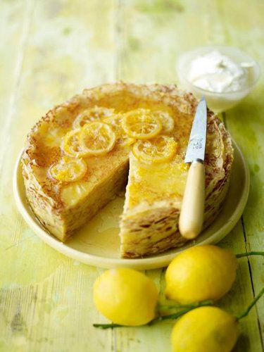 Лимонный блинный торт  Блинный торт с лимонами — идеально подходит к чаю в любое время дня… А Масленица просто немыслима без такого вкусного торта!  Засахаренные ломтики лимона на горке блинов — чем не идеальный десерт к горячему чаю! Особенно хорош такой блинный торт на Масленицу…
