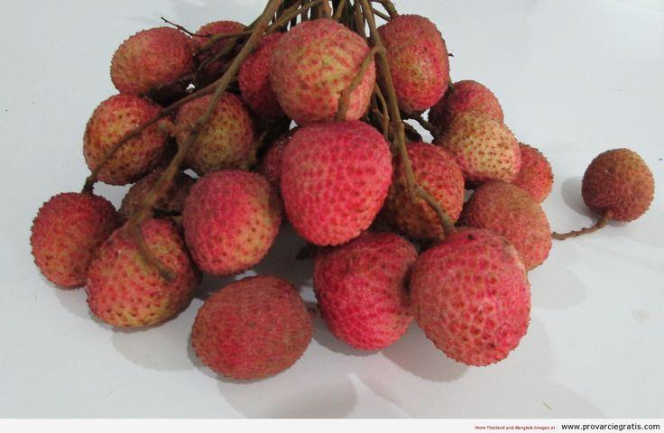 Litchi Thai , ลิ้นจี่ , il Litchi che si trova comunemente in Thailandia - http://www.provarciegratis.com/cucina-thailandese/frutti-vegetali-tropicali/litchi-thai-lychee/ - by  Pier Sottojox -  #fruttathai #fruttatropicale #litchi #thaiLitchi