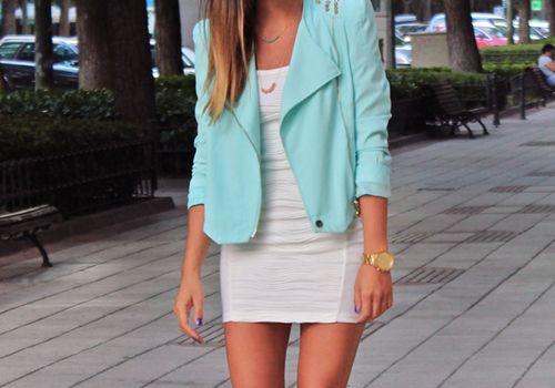 So classy, so perfect. I love the color of the blazer!