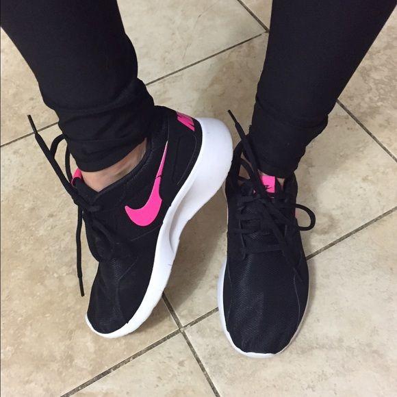 Femmes Nike Swoosh Noir Rose