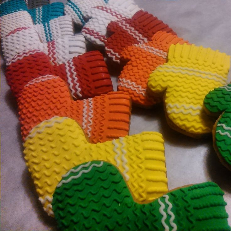 Knited cookies decorated with sugar glaze colorated with eating colours.