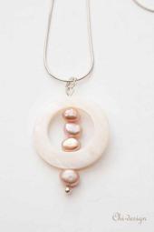 Parel Sieraden: Parel hanger schelp en barokparels,    Heel aparte wit / roze Parelhanger