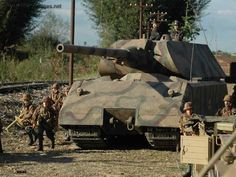 Panzerkampfwagen VIII Maus & SS troops