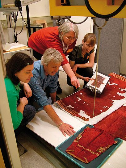article : Waking the Dead: scientific analysis of an Egyptian tunic | V&A Museum